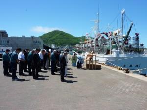 関係者による大漁と安全祈願の様子